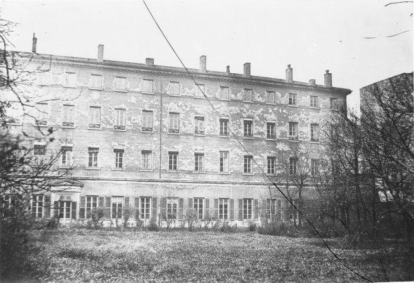 [Hôtel de la préfecture du Rhône, place des Jacobins : façade intérieure vue depuis les jardins]