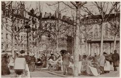 [Place Morand : les nounous, leurs landeaux et le kiosque à musique, un après-midi d'hiver]
