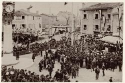 [Tassin-la-Demi-Lune : fête pour l'inauguration de l'horloge, en avril 1908]
