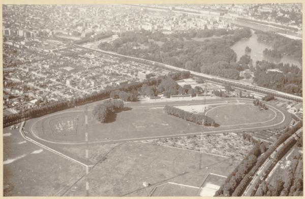 [Photographie aérienne de l'hippodrome du Grand Camp à Villeurbanne]
