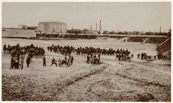 [Les Artilleurs de la Sixième Division de Cavalerie, au fort de Villeurbanne]