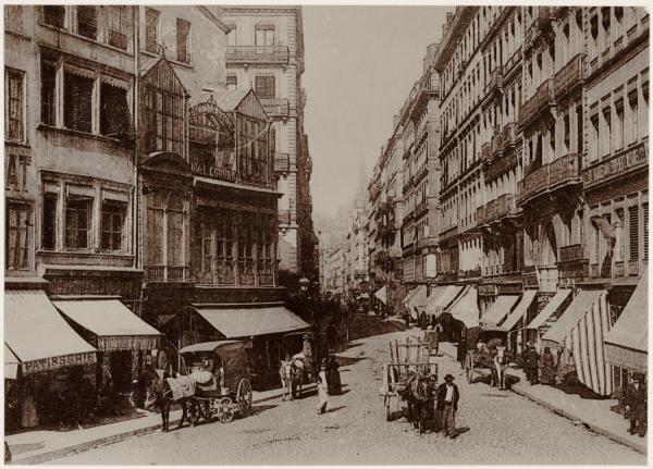 [La Rue Centrale et l'atelier du photographe Noël Coudan]