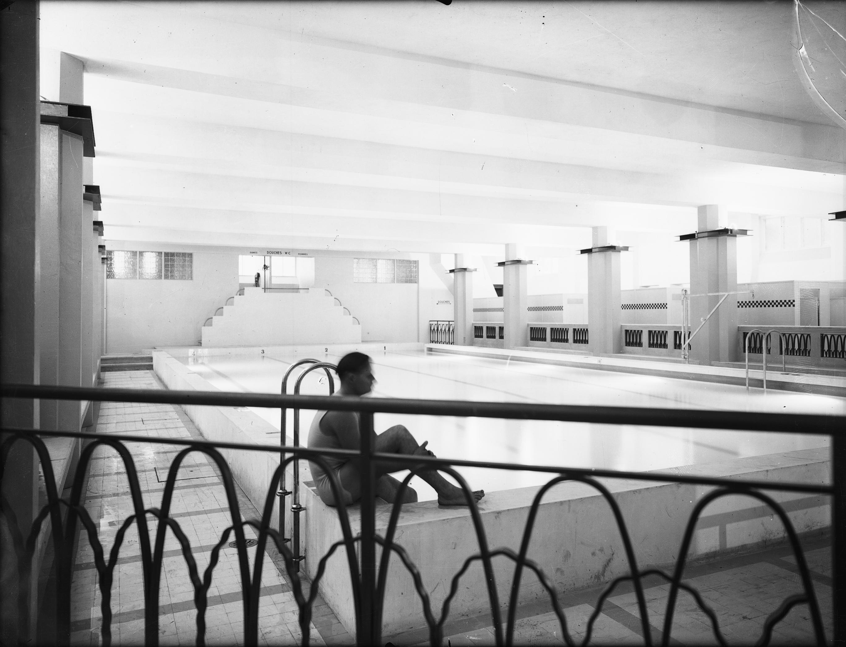 photographes en rh ne alpes le palais du travail villeurbanne un nageur au bord du bassin. Black Bedroom Furniture Sets. Home Design Ideas