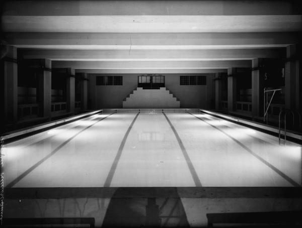 [Le Palais du travail à Villeurbanne : le bassin de la piscine d'hiver]