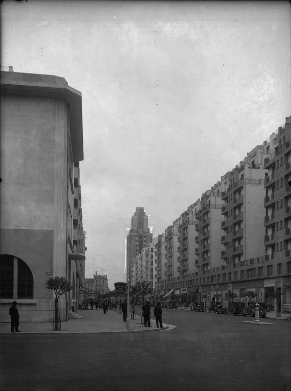 [L'Avenue Henri-Barbusse depuis l'avenue Aristide-Briand]
