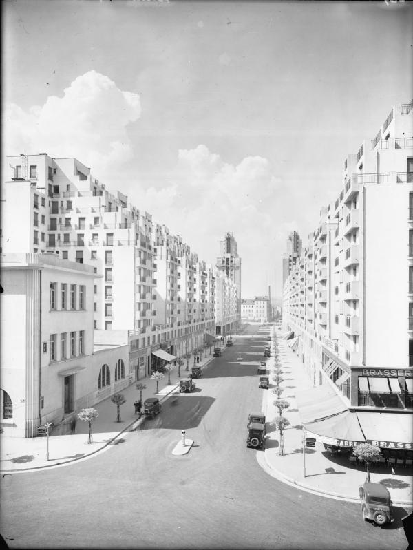 [L'Avenue Henri-Barbusse vue depuis l'hôtel de ville de Villeurbanne]