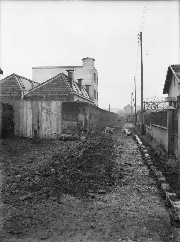 [La Rue François Raspail à Villeurbanne, avant les travaux de voirie et d'assainissement de 1933]