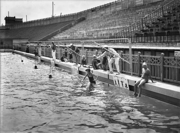 [La Piscine d'été de Cusset à Villeurbanne : leçons de natation]