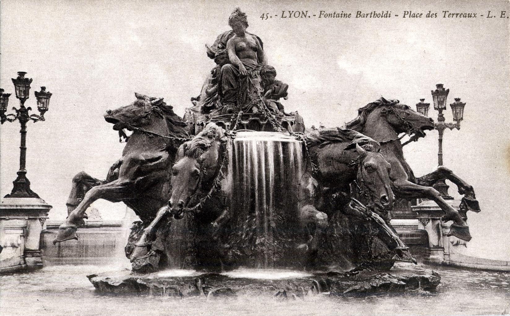 femme fontaine lyon moeskroen