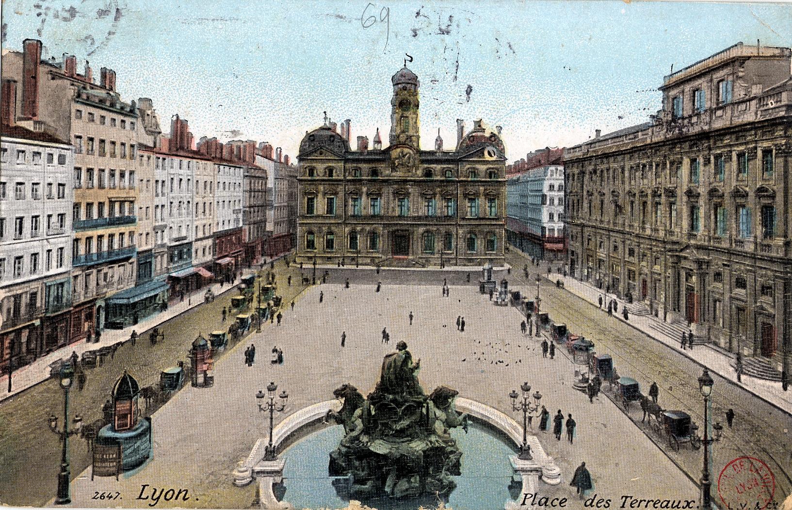 Que Fait On  Ef Bf Bd L Hotel De Ville De Lyon