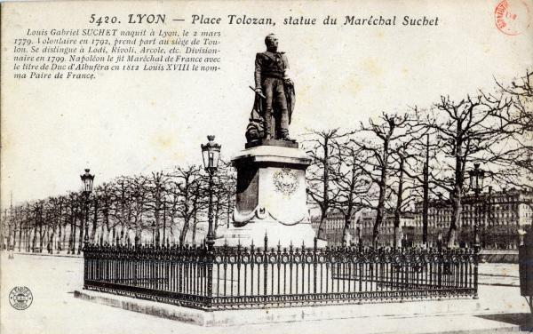Lyon : Place Tolozan ; statue du Maréchal Suchet.