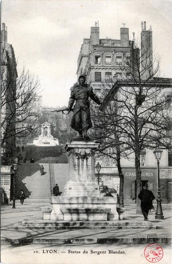 Lyon : Statue du Sergent Blandan.