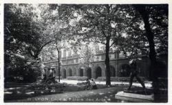 Lyon : Cour du Palais des Arts