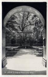 Lyon : Entrée du Palais des Arts