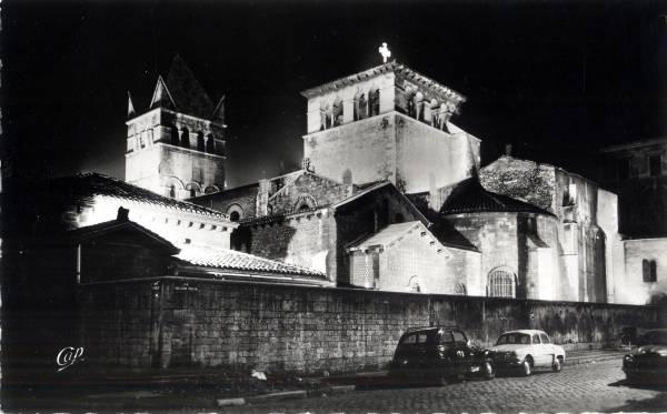Lyon : Illuminations de la Basilique Saint Martin d'Ainay.