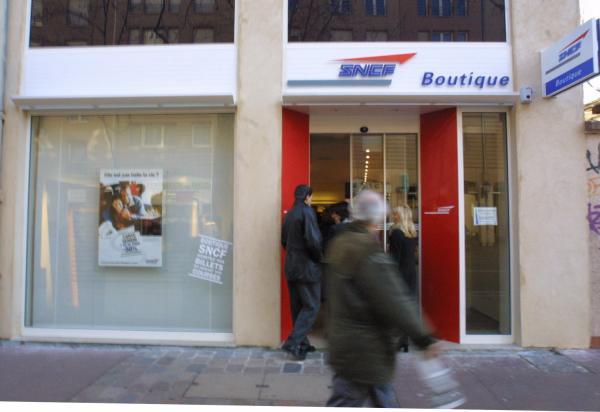 [Boutique SNCF, avenue des Frères-Lumière]