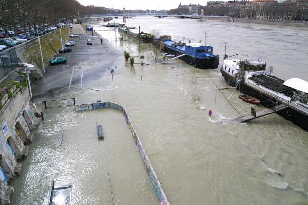 Crues du Rhône à Lyon, mars 2001