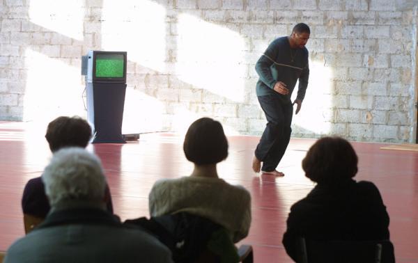 """[Association Ramdam à Sainte-Foy-lès-Lyon : rencontres de danse """"De quoi s'agitent-ils"""", 2001]"""