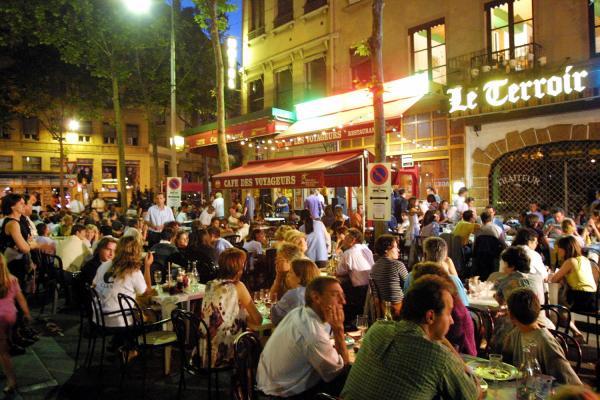 [Terrasses de restaurants et de cafés à Lyon]