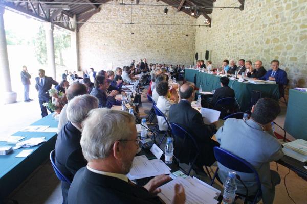 [Conseil général du Rhône : séance publique au Parc de Lacroix-Laval, 20 juillet 2001]