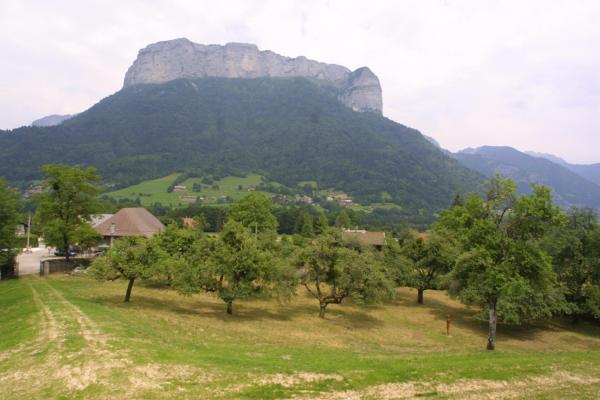 Petite chaîne montagneuse des Dents de Lanfon en Haute-Savoie