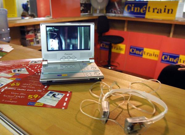 "[Dispositif ""Cinétrain"" : kiosque de location de DVD en gare de Lyon-Part-Dieu]"