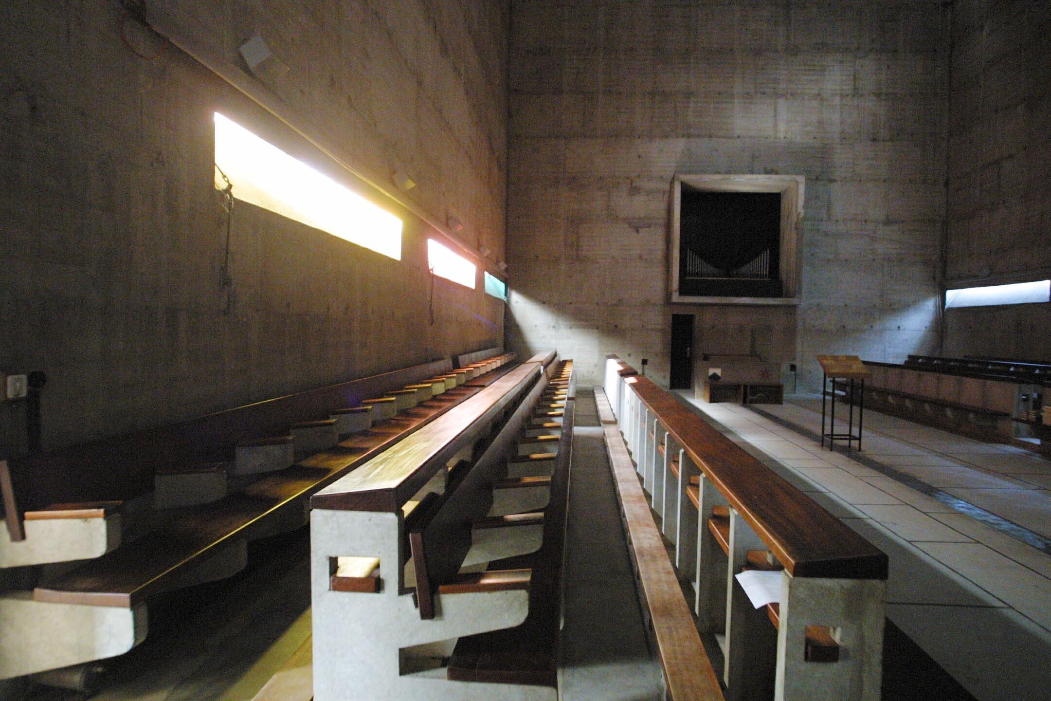 Couvent de la Tourette par Le Corbusier Source0