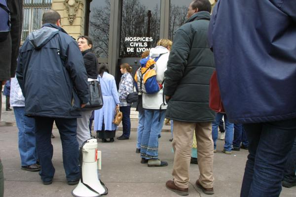 [Rassemblement syndical devant les Hospices civils de Lyon]
