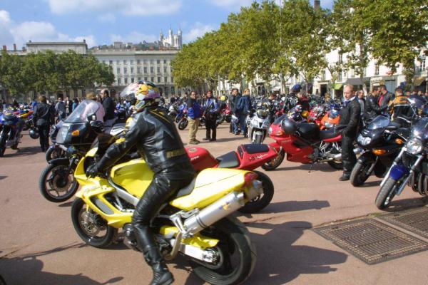 [Manifestation des motards à Lyon]