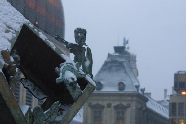Détail d'une sculpture, place Tolozan.