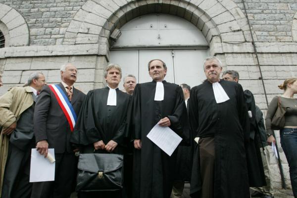 [Mobilisation des bâtonniers de la région Rhône-Alpes devant la prison Saint-Joseph de Lyon]