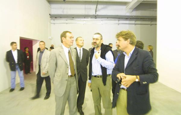 [7e Biennale d'art contemporain de Lyon (2003). Inauguration par Jean-Jacques Aillagon, ministre de la Culture]