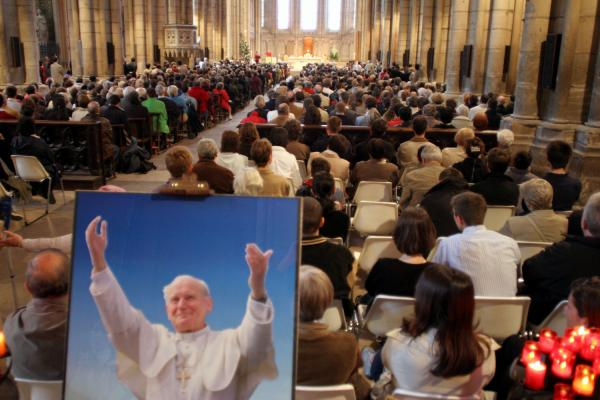 [Décès du souverain pontife Jean-Paul II : recueillement à Saint-Jean]