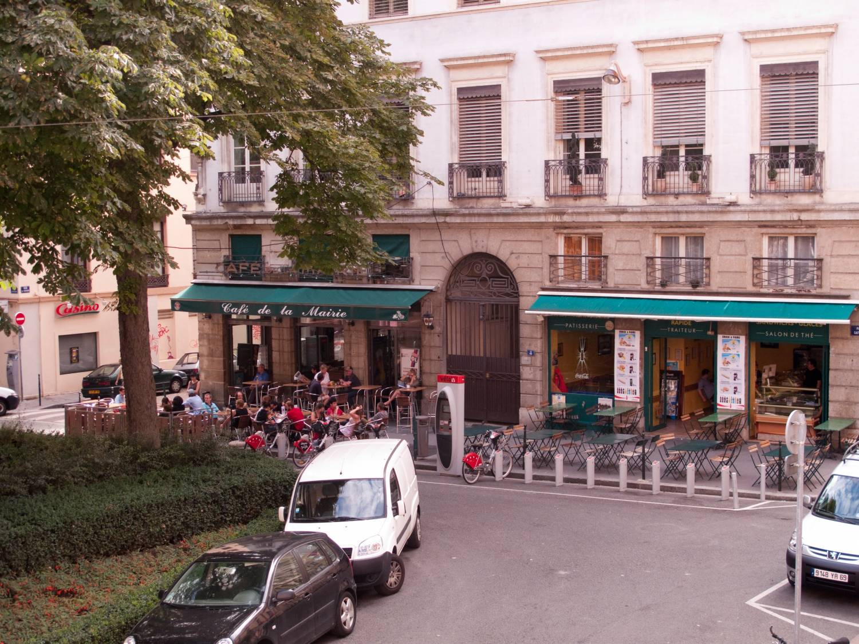 Cafe Place Sathonay Lyon
