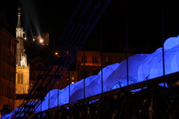 Fête des Lumières 2010 : passerelle Saint-Georges (passerelle Abbé Paul Couturier)