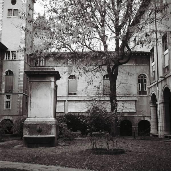 Photographes en Rhône-Alpes::Le Jardin intérieur de l\'hôtel-Dieu