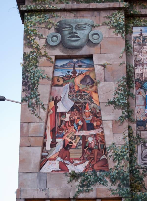 Espace Diego Rivera : façade préhispanique, la civilisation tarasca.