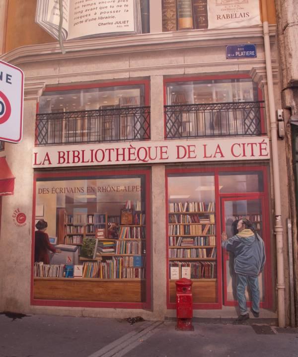 """Rue de la Platière : peinture murale """"La Bibliothèque de la cité"""""""