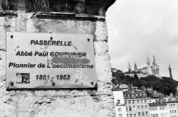 La passerelle Abbé Paul Couturier. 1/4 (passerelle Saint-Georges)