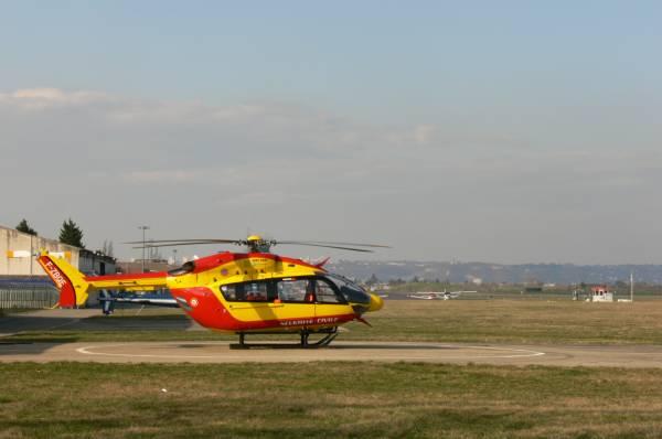Hélicoptère de la protection civile de Lyon-Bron