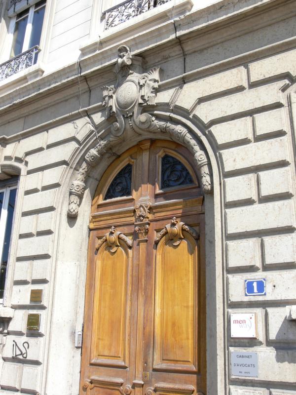 Immeuble de l'avenue de Grande-Bretagne : porte cochère
