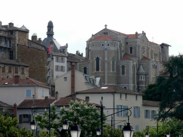 Hôtel de ville et église Saint Symphorien