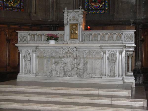 Église Sainte-Blandine : autel