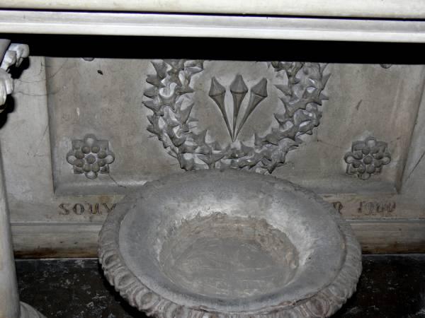 Église Sainte-Blandine : bénitier