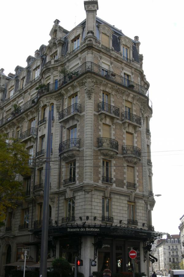 [Immeuble de logements, place Jules Ferry]