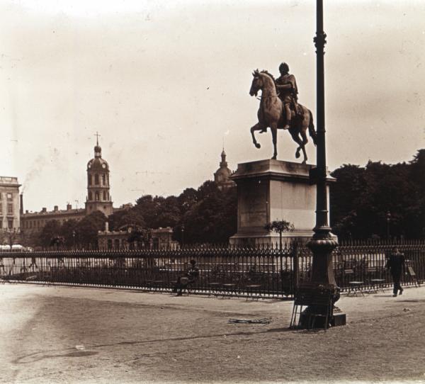 Lyon, la place Bellecour et l'hôpital de la Charité