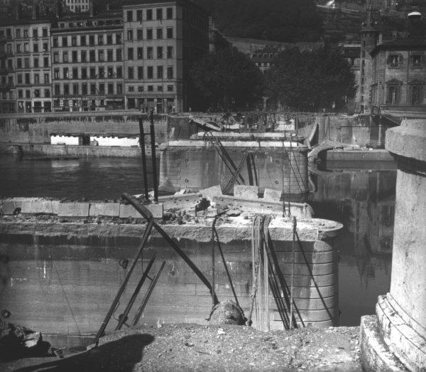 Destruction des ponts : le pont Bonaparte