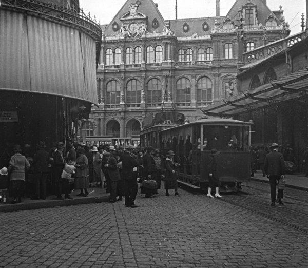 Le Palais de la Bourse par la rue Grolée