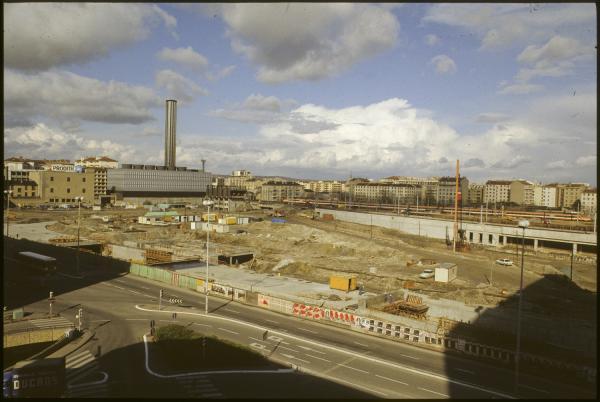 [Construction de la gare La Part-Dieu : Passage du premier TGV]