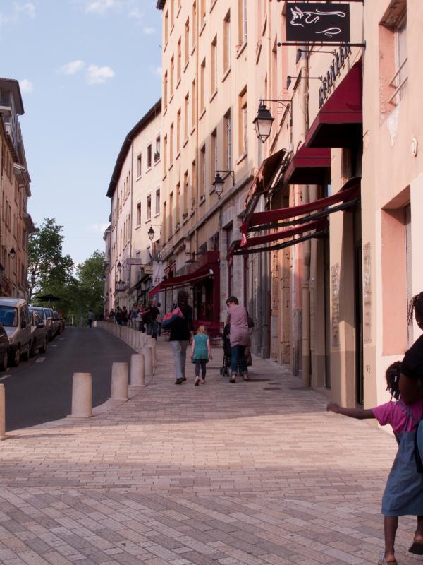 La rue des Pierres Plantées